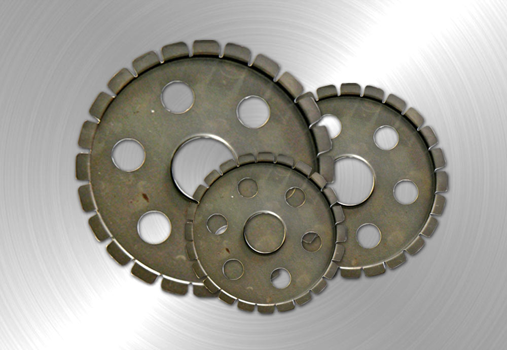 Metal flanges for abrasive discs